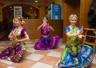 indijska zgodba v slovenski izvedbi