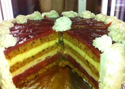 sadna-torta-z-jagodami