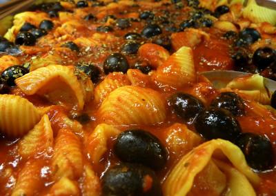 testenine v olivni omaki